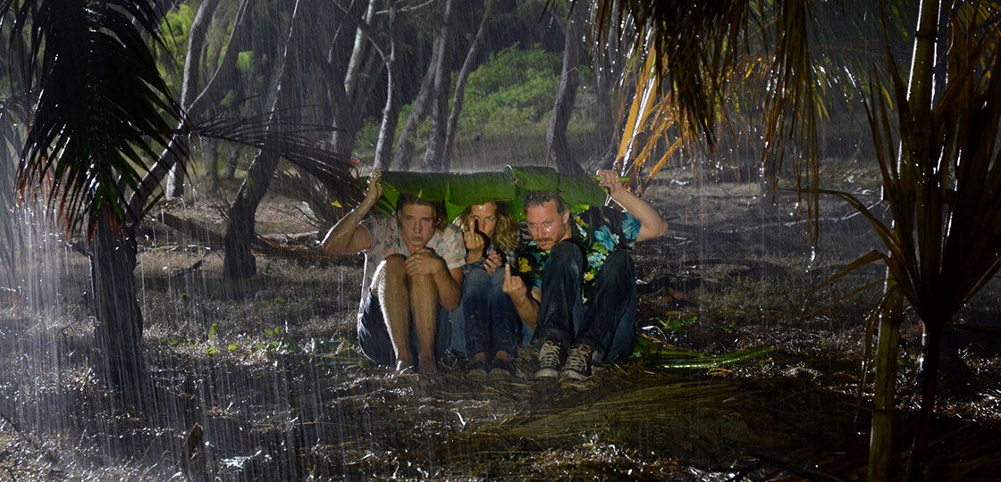 zwei-familien-auf-der-palme-regen